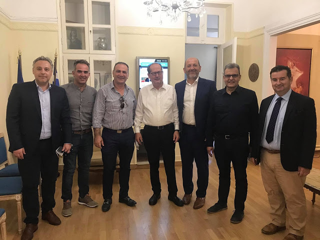 Με τους προέδρους των 5 Επιμελητηρίων της Περιφέρειας Πελοποννήσου συναντήθηκε ο Π. Νίκας