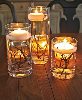 candele galleggianti con rametti di legno