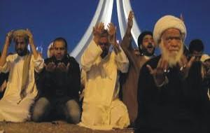 muslims fasting and praying during ramadan