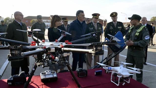 El presidente Macri visitó la Escuela de Gendarmería y se reunió con cadetes