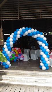 dekorasi bentuk gate setengah lingkaran ini merupakan acara ulang tahun yang di langsungkan di raja kuring,tangerang