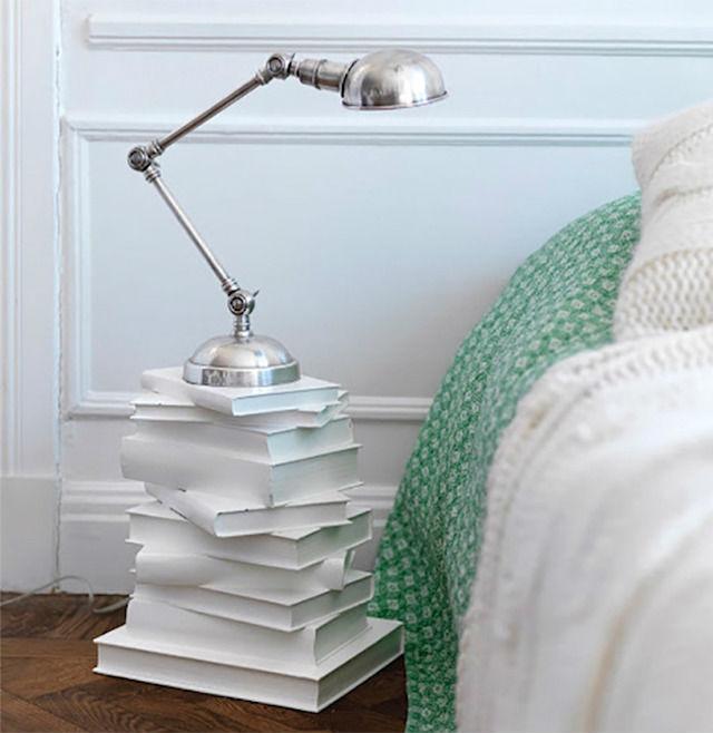 7 formas creativas de reciclar libros viejos (DIY), libro como base de una mesa