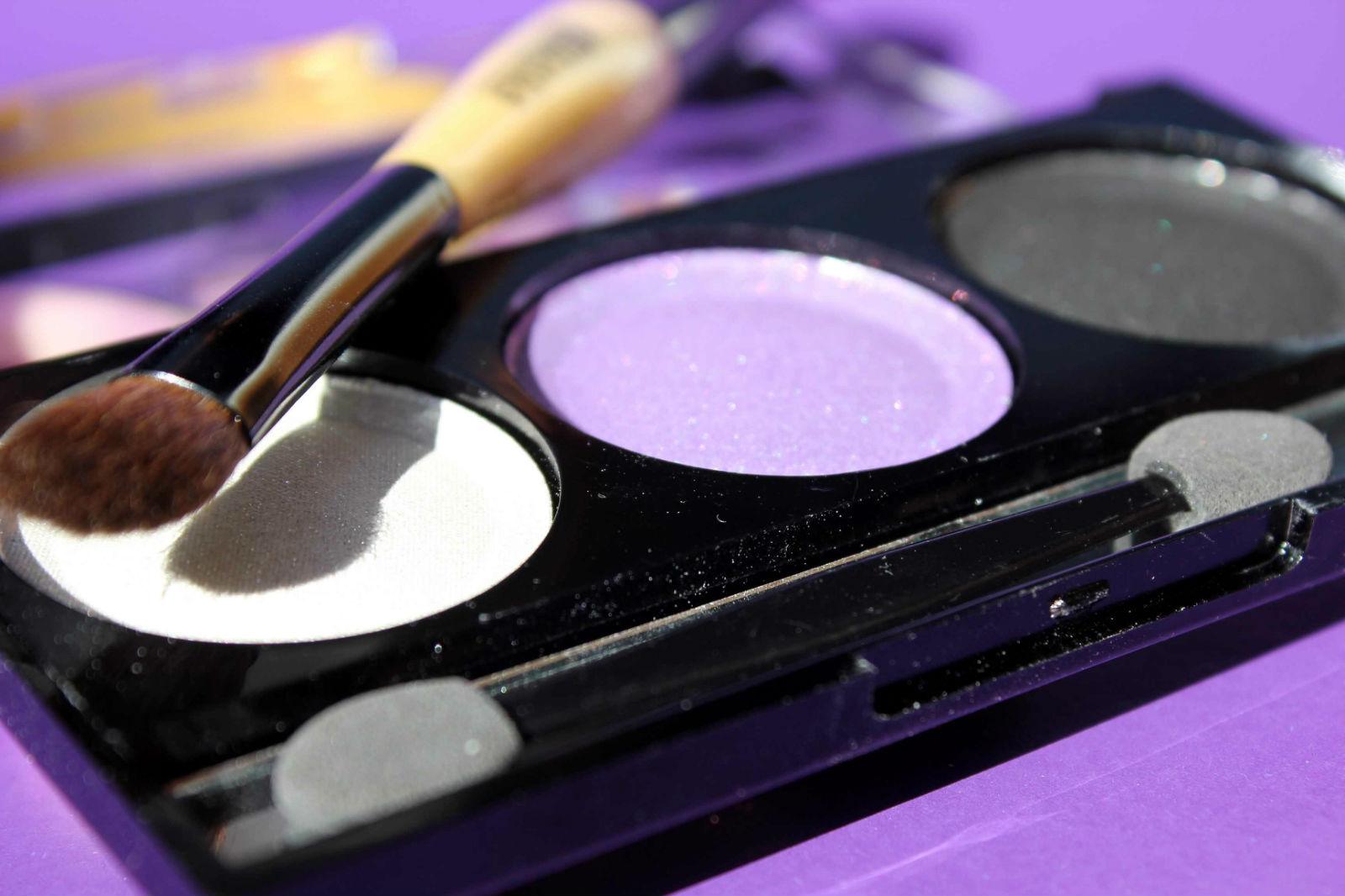 Отзыв: Бюджетно. Палетка теней для макияжа и двухсторонняя кисть для теней из интернет-магазина BornPrettyStore.