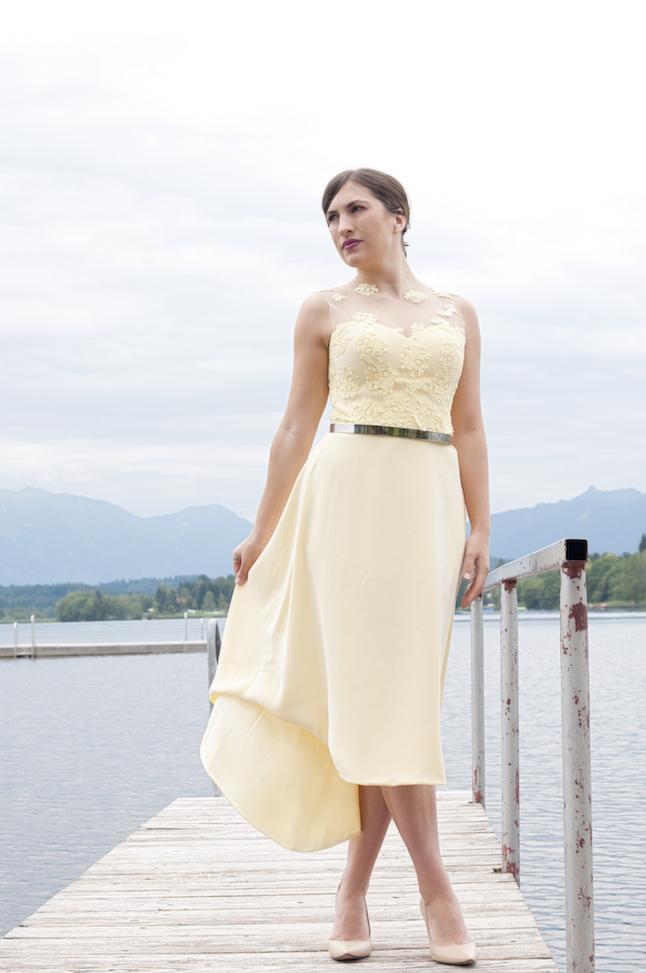 ein Haute Couture Hochzeitsgast-Kleid in strahlendem gelb