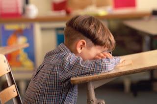 لبكاء الطفل أسباب… ولكنْ لحبس الصبي دموعه أسباب أخرى