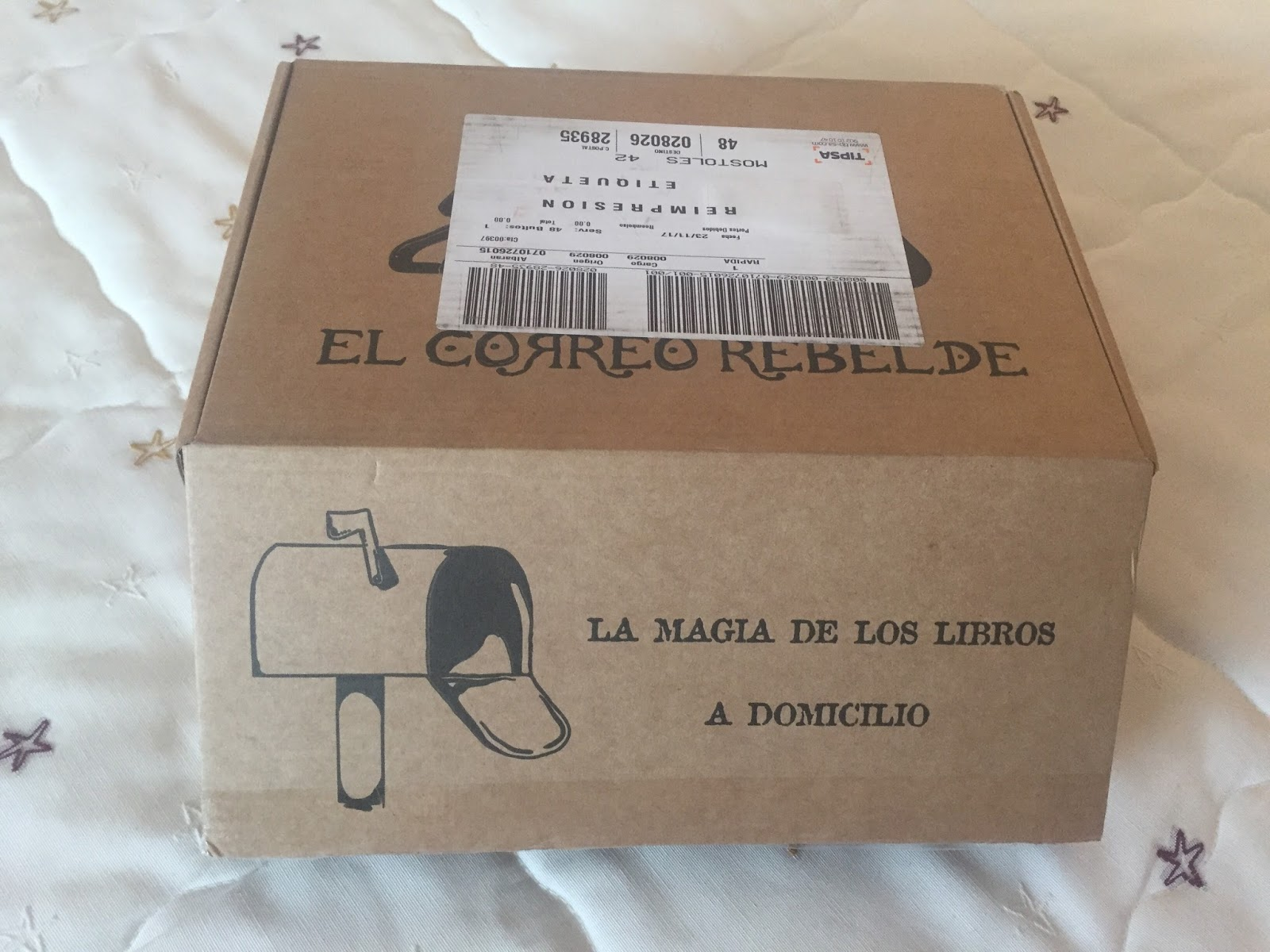 5297340180 La Habitación Azul  ¡Primera caja literaria con El Correo Rebelde!
