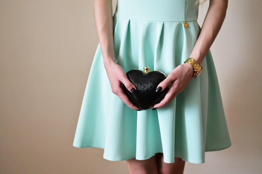 MINT SCATER DRESS & HEART-SHAPED CLUTCH