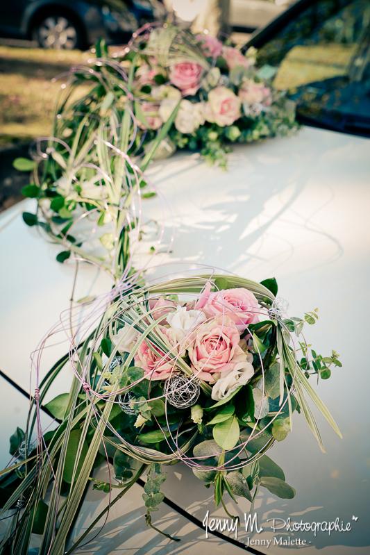 photo déco fleurs sur voiture mariage