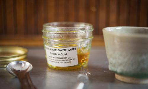 قناع غذاء ملكات النحل لبشرة بيضاء مشعة خالية من التجاعيد