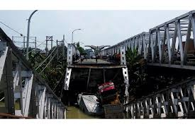 Innalillahi, Jembatan Widang Ambruk, Ada Korban Yang Terjepit Truk, Lihat Videonya!