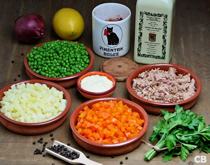 Alle ingrediënten voor mijn ensalada rusa staan klaar