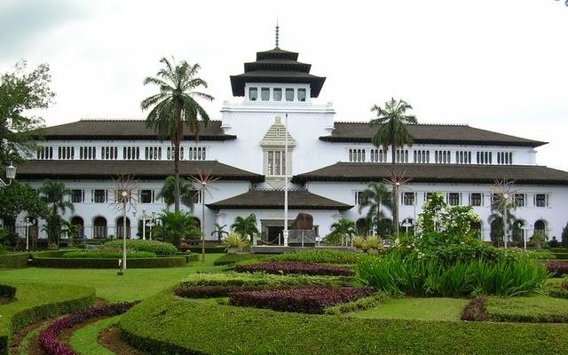 Tempat Ngabuburit di Bandung yang Paling Favorit