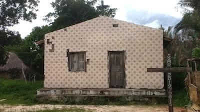 Após desabamento da 'escola digna', aulas estão sendo ministradas em capela