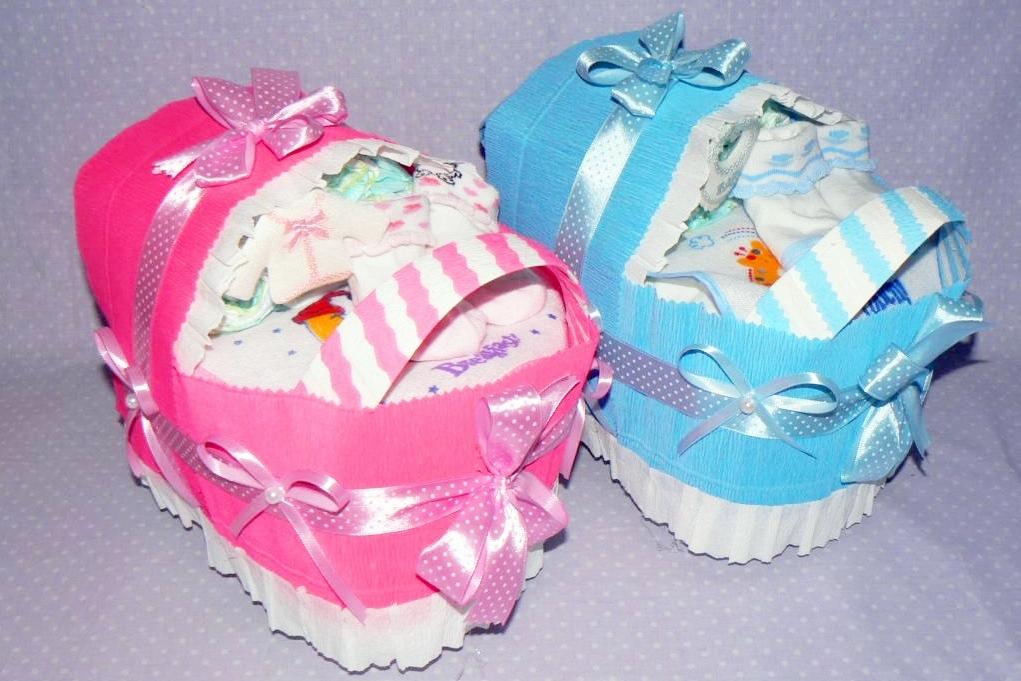 prezent z okazji urodzenia dziecka - tort z pieluszek