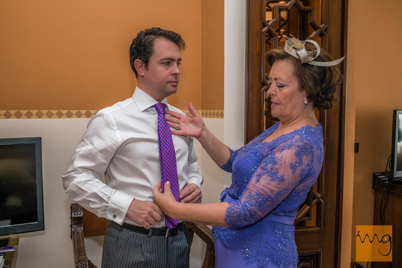 Fotografía de boda con la madre del novio