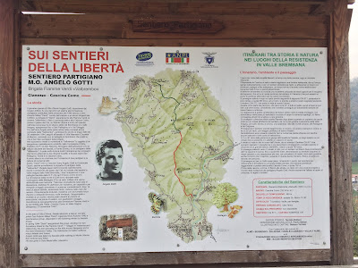 A sign describing another route on Monte Ubione called the Sentiero della Libertà.