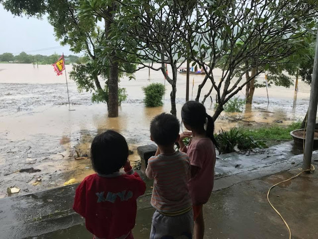 Toàn cảnh lũ lụt tại Ninh Bình và hoạt động cứu trợ tại Thanh Hoá - Ảnh minh hoạ 12