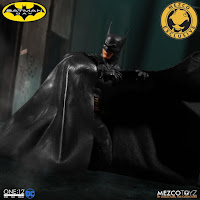 Pre-order de Batman Ascending Knight One:12 Collective Figure - Mezco