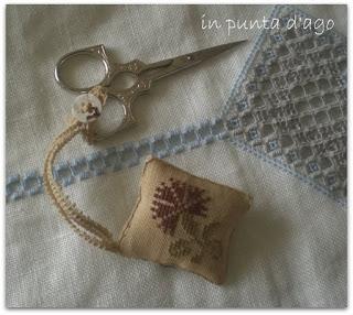 http://silviainpuntadago.blogspot.it/2011/05/tra-uno-stand-e-l-tra-un-acquisto-e-l.html