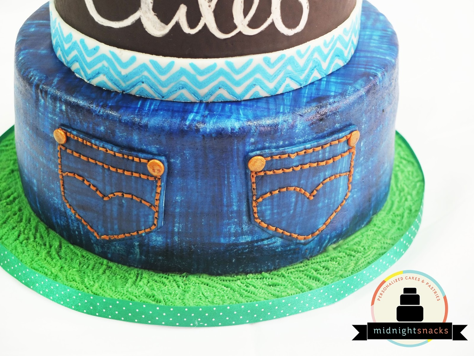 How to Paint Denim Effect on Cake | Larisse Gastronomique