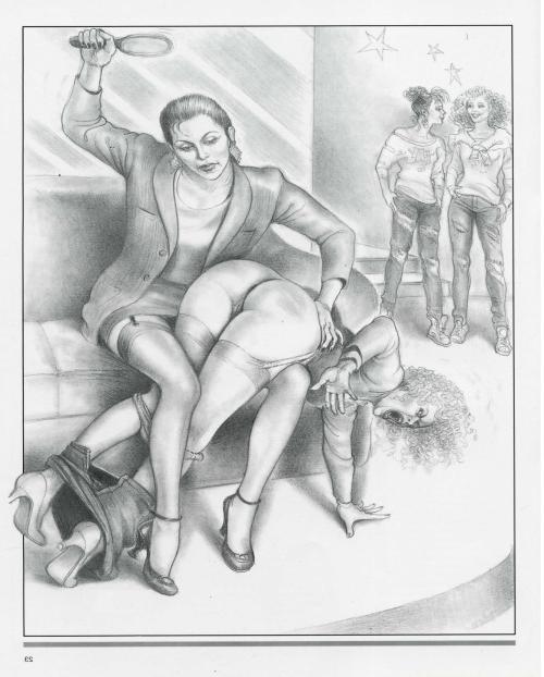 jolie maman se met nue devant un copain de son fils pour