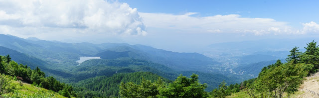夏の大菩薩嶺・雷岩からの景色