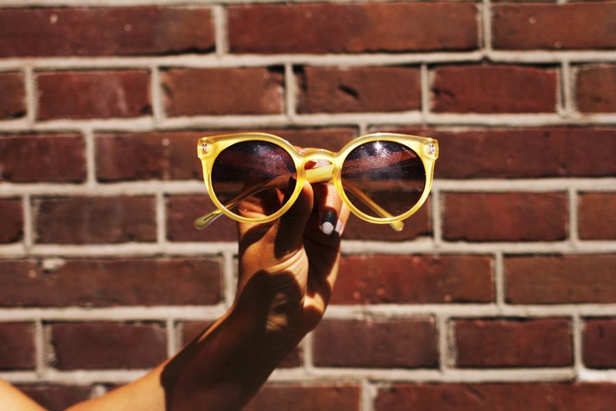 komono sonnenbrille gelb