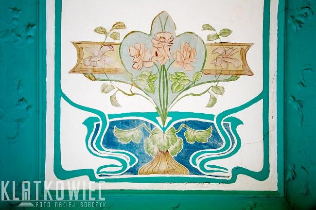 Bydgoszcz: secesyjne malowidło na klatce schodowej z różami