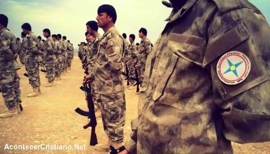 Cristianos iraquíes cean ejército para luchar contra el Estado Islámico