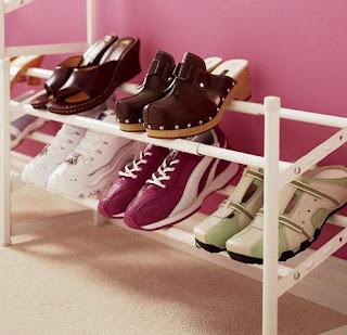 Organizadores caseros para zapatos for Ideas para zapateras