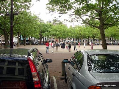 Девочки в Амстердаме играют в футбол