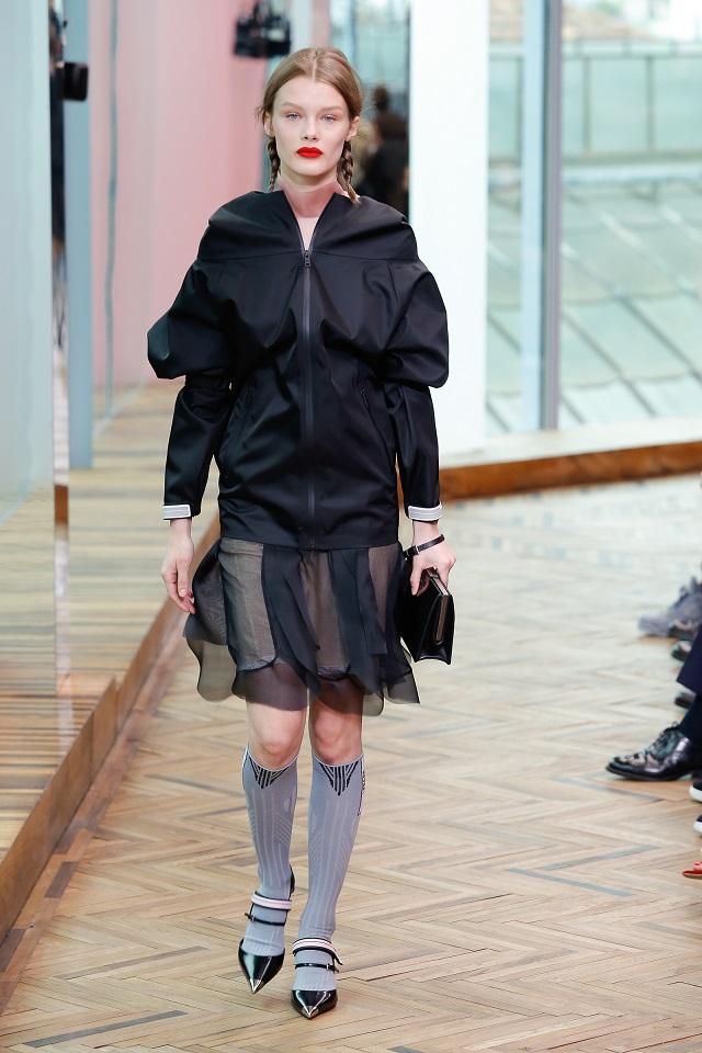 7e561111718d Prada Womenswear Resort 2018 Collection Fashion Show Space Description  SUSPENDED ENSEMBLE