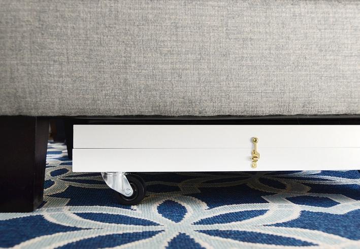 die wohngalerie bilderrahmen zu stauraum unter sofa und sessel rollbrett zum selbermachen. Black Bedroom Furniture Sets. Home Design Ideas
