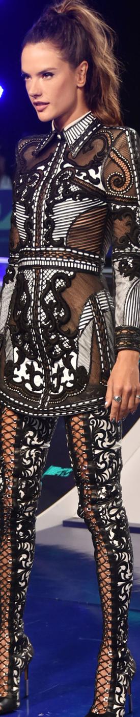 Alessandra Ambrosio  2017 MTV VMA's