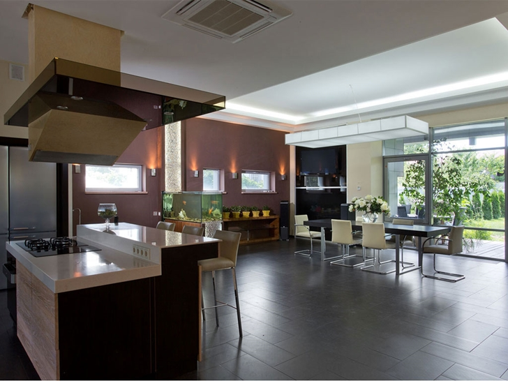 Kitchen and dining room in Modern house by Yakusha Design