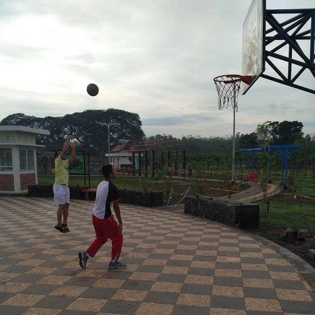 basket di taman hijau kota purwodadi