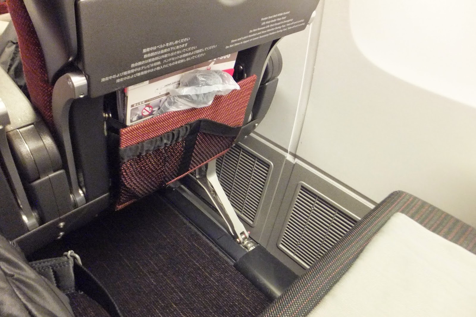 jal-sky-suite-seat-economy-seat2