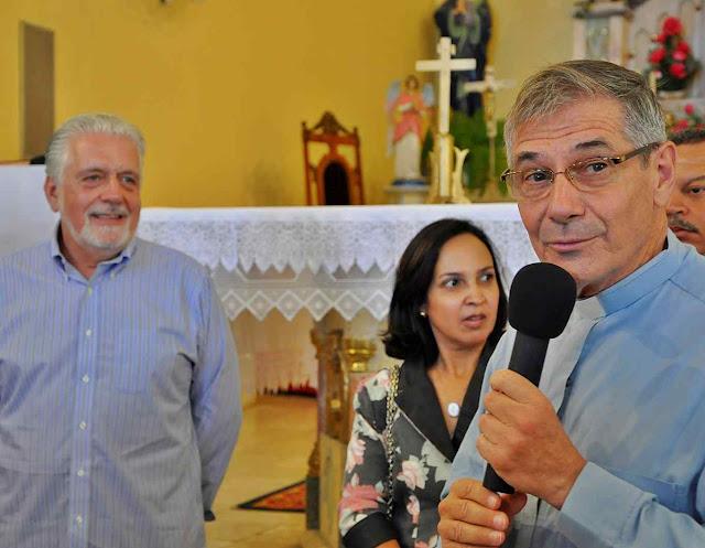 Dom Luiz Flávio Cappio agradece ajudas do governador petista Jaques Wagner para a reforma do Palácio Episcopal