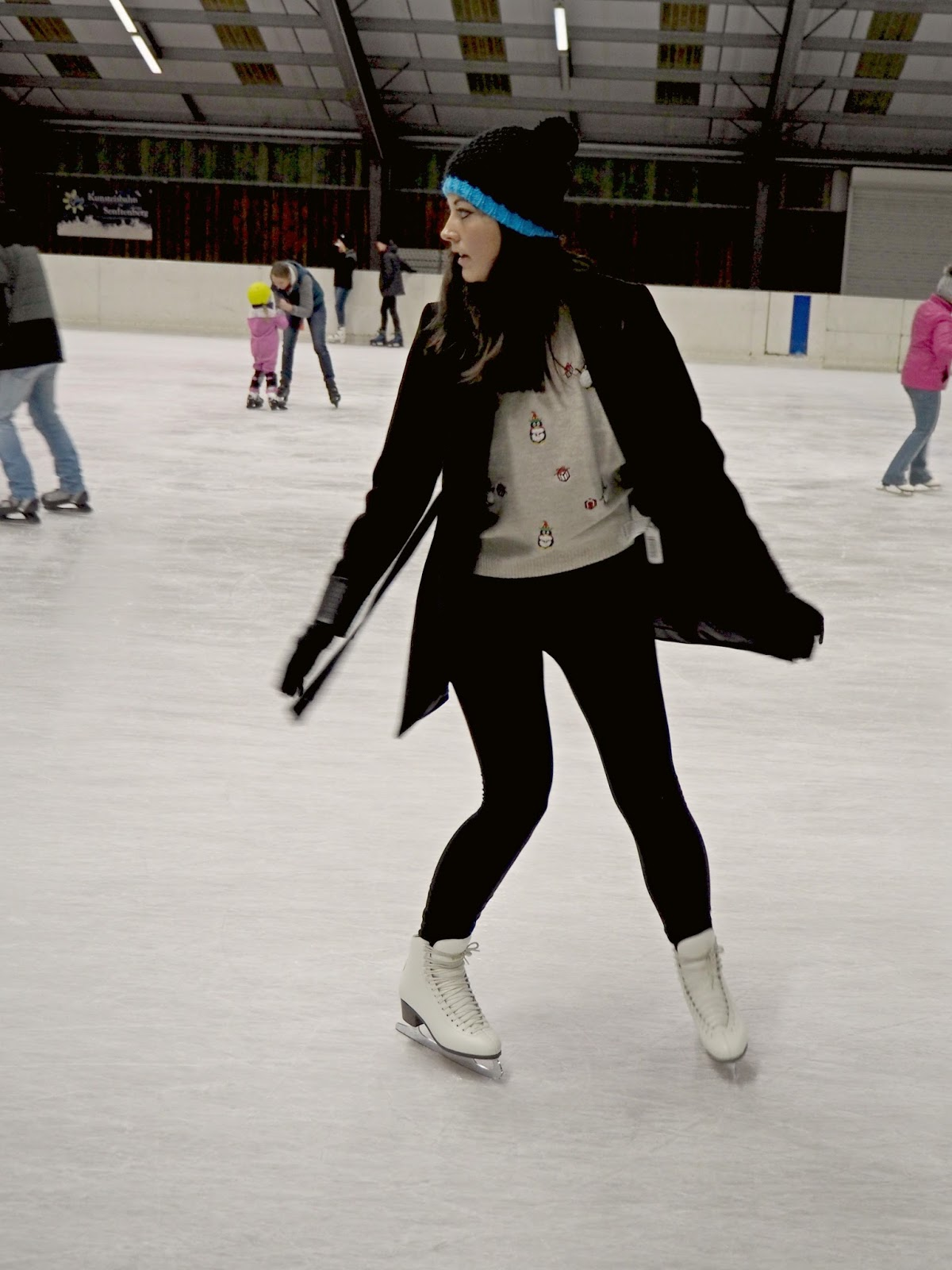 figure ice skating backwards