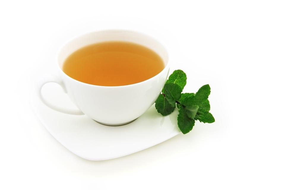 مما يتكون شاي الاعشاب