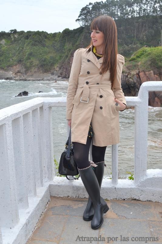 Minifalda negra en la plaza comercial - 1 10
