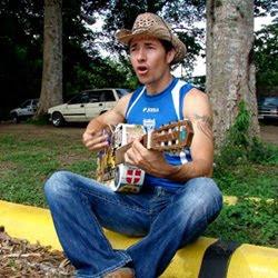 Polache Tocando La Guitarra