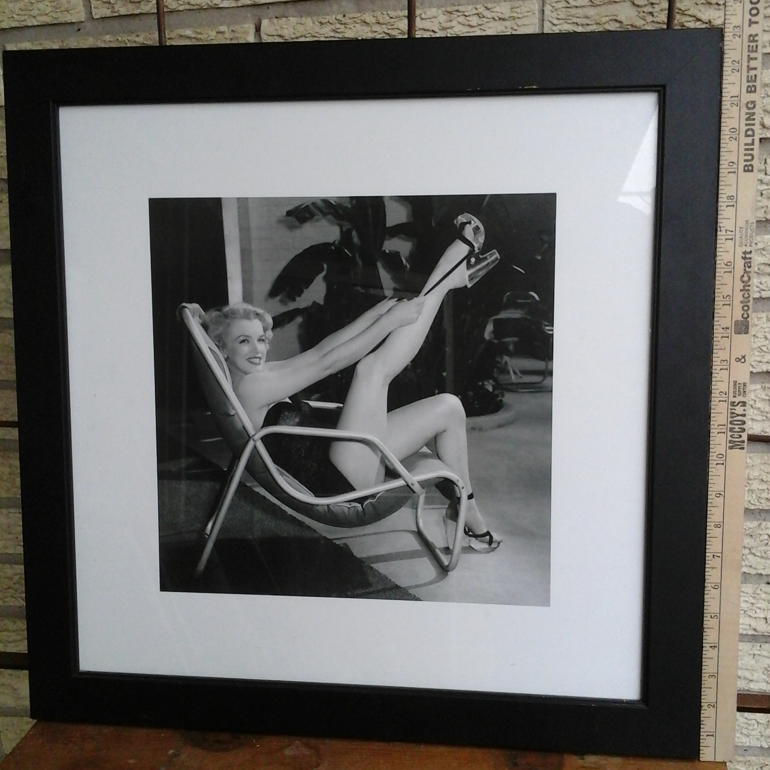 Antique shops estate sales marilyn monroe poolside for Kitchen cabinets lowes with wall art marilyn monroe