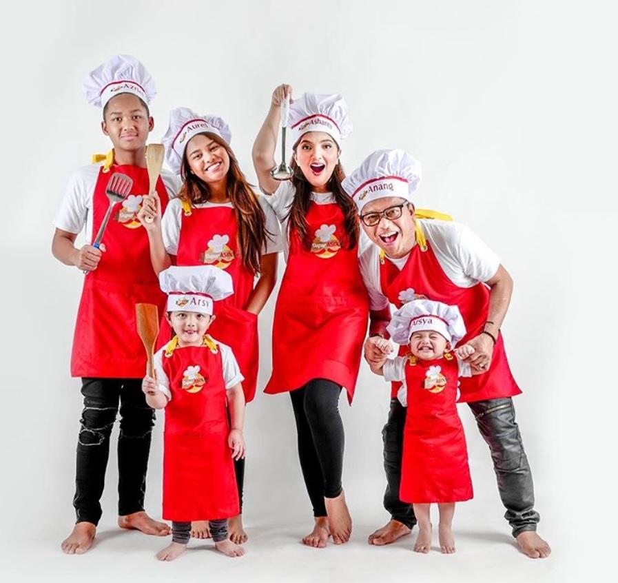 Lowongan Kerja di Dapur Asix Menteng Milik Artis Anang & Ashanty