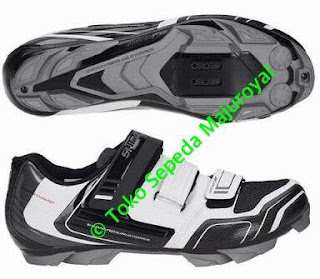 Sepatu Sepeda Shimano XC31 WhiteBlack