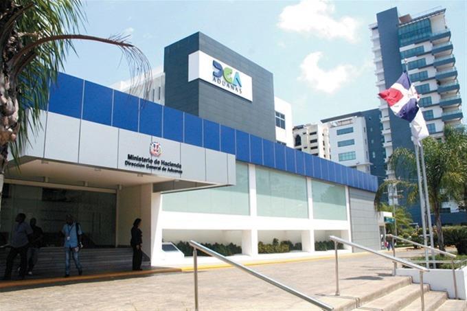 Aduanas decomisa contrabando de celulares por valor de RD$100 MM en la avenida Venezuela