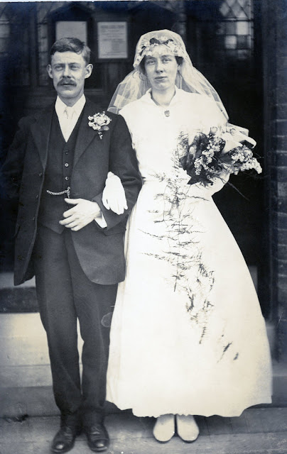 50 Fascinating Vintage Wedding Photos From the Roaring 20s ...