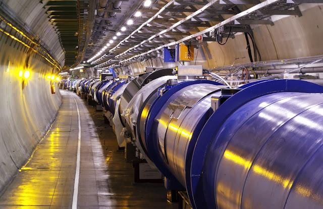 I buchi neri formati dall'LHC del Cern potrebbero fagocitare la Terra,