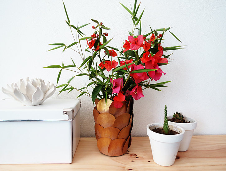 How to turn a jar into a pretty vase