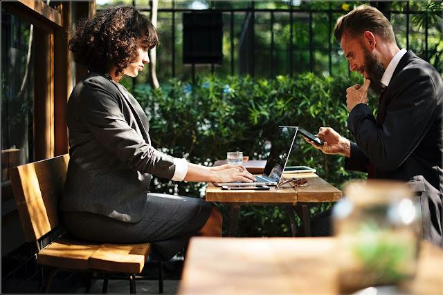 Ubiór może pomóc sprawić wrażenie bardziej profesjonalnej osoby